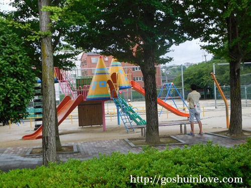 手前にあった公園