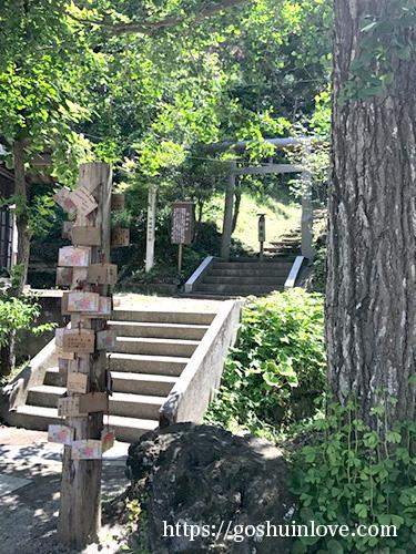 もうひとつの神社に向かう山道入口1