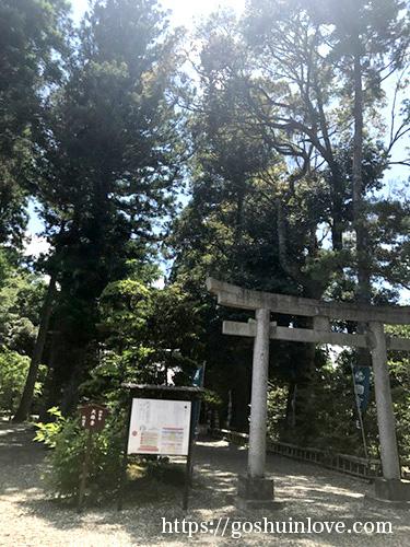 国吉神社拝殿へ