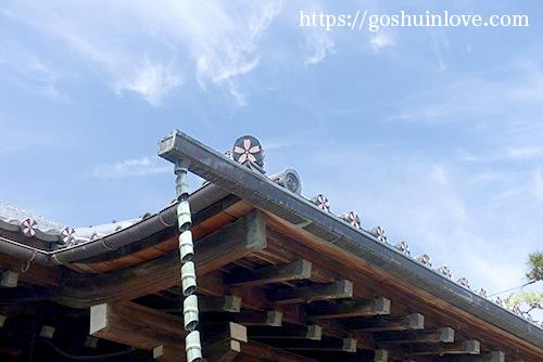 屋根にも桜が